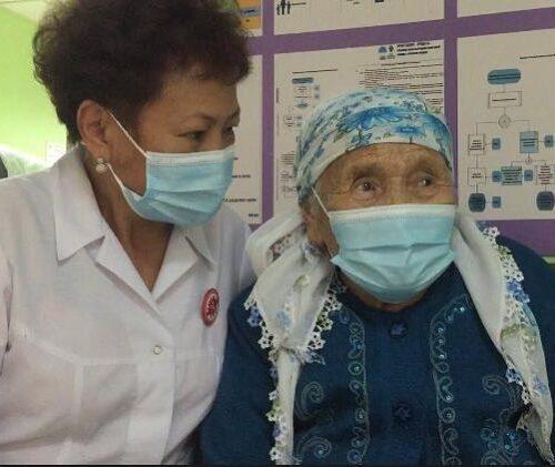 Каждый гражданин может получить прививку вне зависимости от прикрепления, в любой поликлинике города.